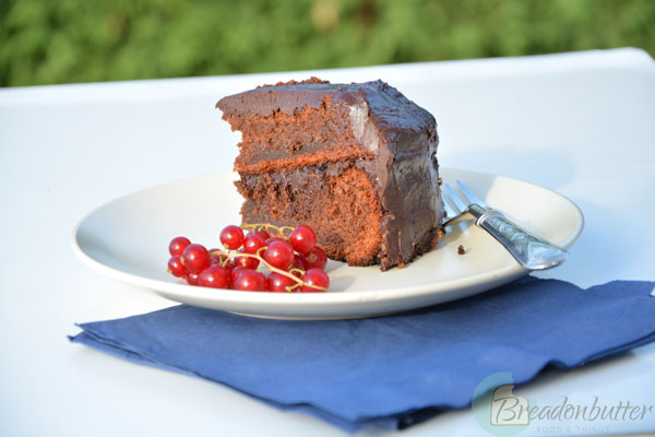 chocolate-cake-lurpak-piece