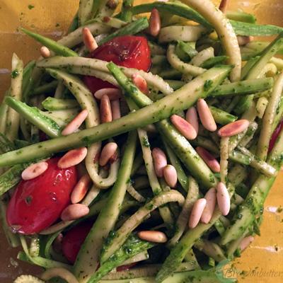 pesto zucchini noodles | breadonbutter